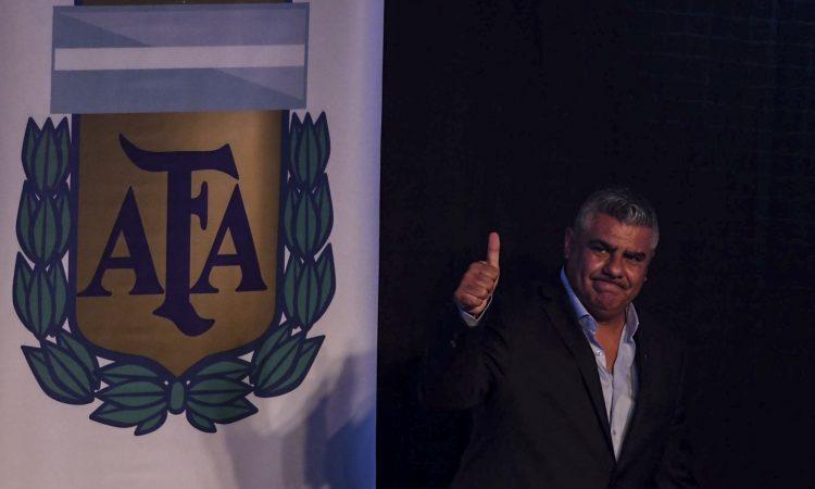 Ferro saluda y felicita a Claudio Tapia
