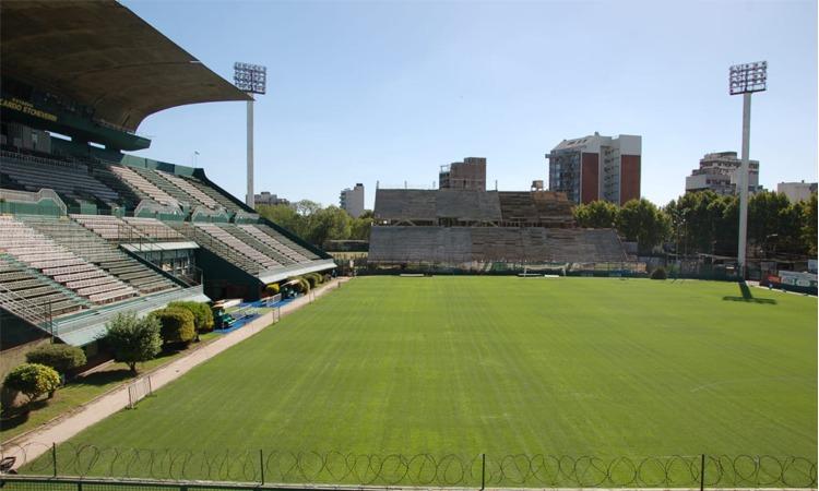 Renovación en el campo de juego del Estadio
